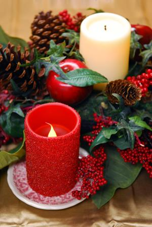 Flameless holiday candles