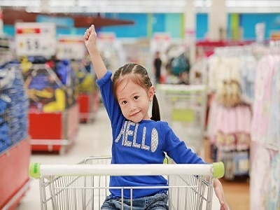 child in a grocery cart